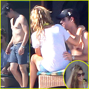 Nick Jonas & Delta Goodrem: Los Cabos Lovebirds!