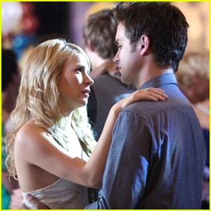 Britt Robertson & Thomas Dekker: School Dance 'Secret'