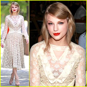 Taylor Swift Laces Up for Rodarte