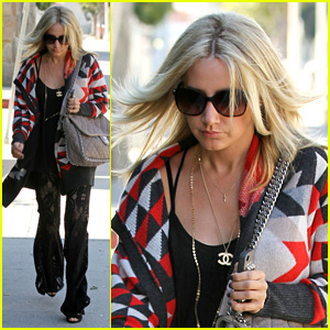 Ashley Tisdale: I Love Cooking Food With Haylie Duff!