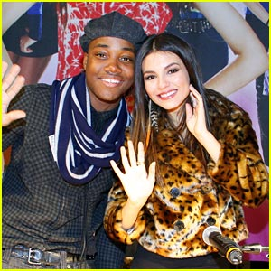 Victoria Justice &#038; Leon Thomas: Germany Meet &#038; Greet!