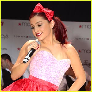 Ariana Grande: 'Put Your Hearts Up'!