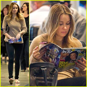 Lauren Conrad: Airport Waiting Game