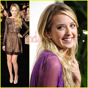 Megan Park: 'The Descendents' Premiere Pretty