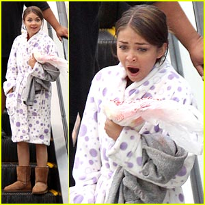 Sarah Hyland: Sleepy on Set