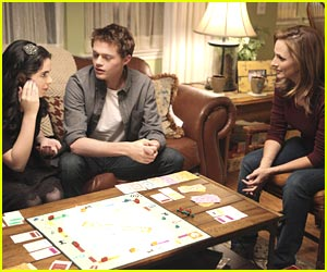 Vanessa Marano &#038; Sean Berdy: Monopoly with the Moms