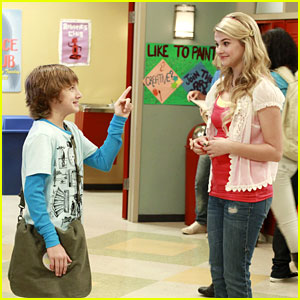 Stefanie Scott &#038; Jake Short Save The School Play
