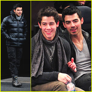 Joe &#038; Nick Jonas: New York Knicks Night!