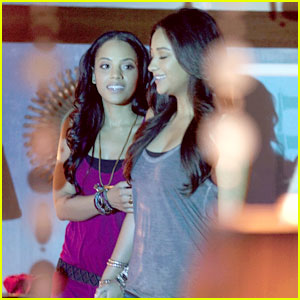Shay Mitchell &#038; Bianca Lawson Share 'A Kiss Before Lying'