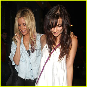 Ashley Tisdale &#038; Emma Lahana: Beso Beauties