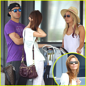 Ashley Tisdale: Hawaii Vacation with Carlos Pena & Samantha Droke!