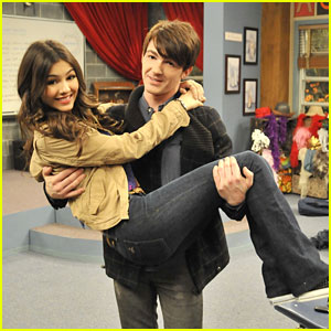Drake Bell Guest Stars on 'Victorious'!