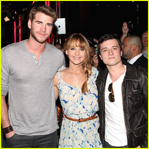 Jennifer, Liam & Josh: The Hunger Games Mall Tour Kick-Off!