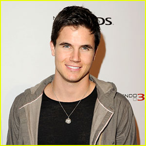 Robbie Amell Joins 'Like Father'