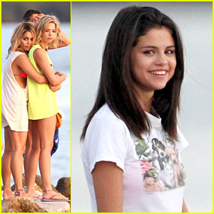 Vanessa Hudgens & Ashley Benson: 'Breakers' On The Beach!