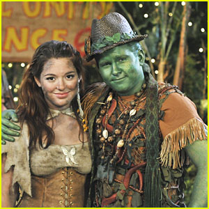 Jennifer Stone & Doug Brochu 'Make Dirt, Not War' on Pair of Kings -- EXCLUSIVE!