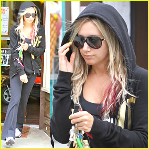 Ashley Tisdale: Nail Salon Stop