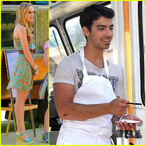 Joe Jonas &#038; Meaghan Martin: Eton Academy Food Truck Fundraiser