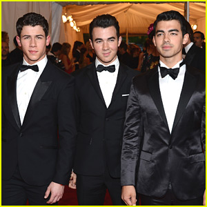 Nick, Joe &#038; Kevin Jonas - Met Ball 2012