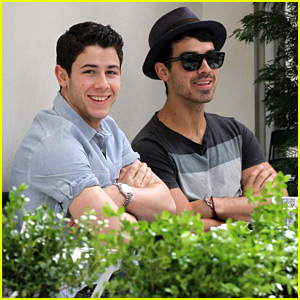 Nick & Joe Jonas: Peels Lunch Pair