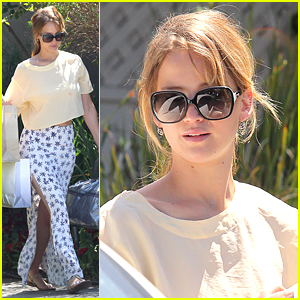 Jennifer Lawrence: Bags in Brentwood