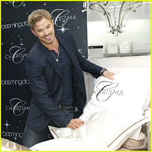 Kellan Lutz: Fashion's Night Out with Bloomingdale's!