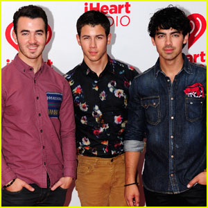 Jonas Brothers: 'Meet You in Paris' Sneak Peek - Listen Now!