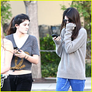 Kendall &#038; Kylie Jenner: Grocery Girls