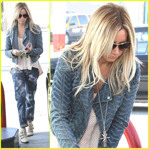 Ashley Tisdale: Gas Station Stop