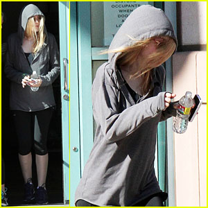 Dakota Fanning Makes A Run For It