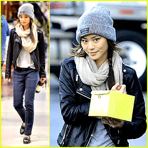 Jamie Chung: Ralph's Supermarket Cake Pick-up!