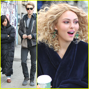 AnnaSophia Robb & Austin Butler: 2 Days Til 'The Carrie Diaries' Premieres!