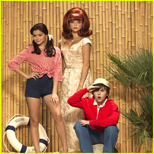 Sarah Hyland &#038; Ariel Winter: 'Modern' Gilligan's Island