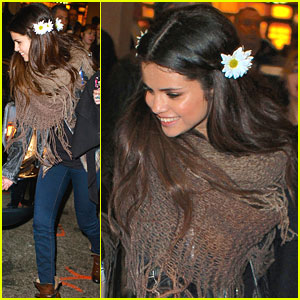 Selena Gomez: Flowers In Hair for UNICEF Concert