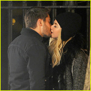 Zac Efron & Imogen Poots: Kiss Kiss in Gramercy Park