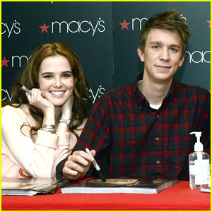 Zoey Deutch & Thomas Mann: 'Beautiful Creatures' Meet & Greet in New Jersey