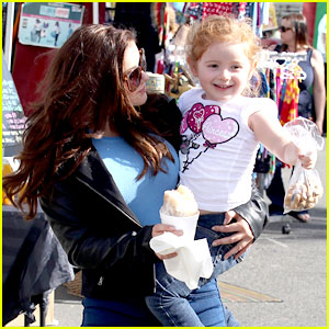 Ariel Winter: Farmers Market Stop with Niece Skylar