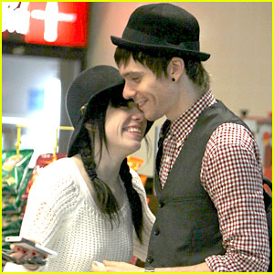 Carly Rae Jepsen & Matthew Koma: Nassau Airport Lunch
