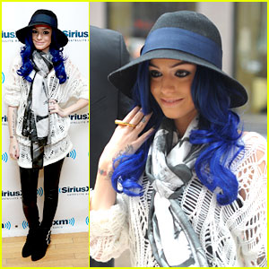 Cher Lloyd: New Blue Hair!