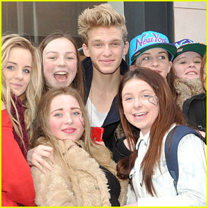 Cody Simpson: Greeting Fans In Dublin