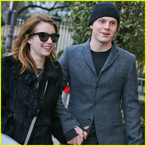 Emma Roberts & Evan Peters: Sightseeing in Paris!