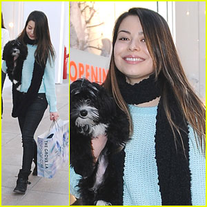 Miranda Cosgrove: Topshop Stop