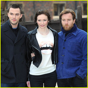 Nicholas Hoult &#038; Eleanor Tomlinson: 'Jack The Giant Slayer' Photo Call
