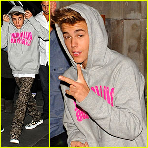 Justin Bieber: Post-Show Peace Signs