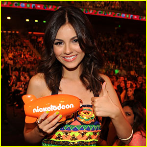 Victoria Justice: 'Victorious' Wins at Kids Choice Awards 2013!