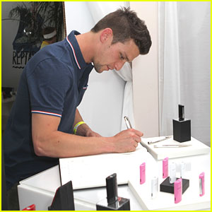 Daren Kagasoff: Lacoste L!ve Desert Pool Party Day 2!