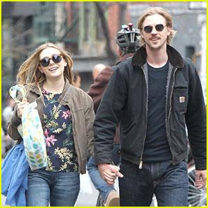Elizabeth Olsen & Boyd Holbrook: Holding Hands in SoHo