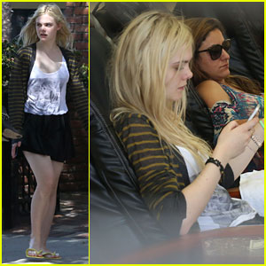 Elle Fanning: Pretty New Pedicure