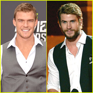 Liam Hemsworth &#038; Alan Ritchson -- MTV Movie Awards 2013