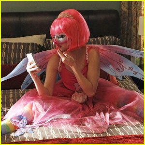 Sarah Hyland: Pink Tooth Fairy on 'Modern Family'